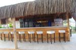 изграждане на летен бар с покрив от тръстика