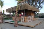 летни барове с покрив от тръстика по поръчка